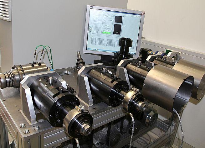 In einem Dauerlauftest wird Schmierfett in Wälzlagern unter Laborbedingungen mechanisch-dynamisch belastet, um Daten für die Entwicklung einer Screening-Prüfmethode zu gewinnen. Foto: Kompetenzzentrum Tribologie